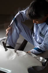 板金塗装作業風景|名古屋市北区の板金塗装の専門店【匠】新堀自動車工業